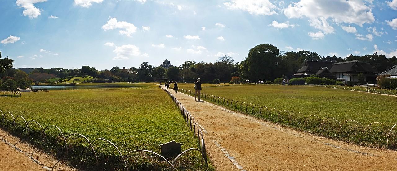 s-20151028 後楽園今日の園内秋のワイド風景 (1)
