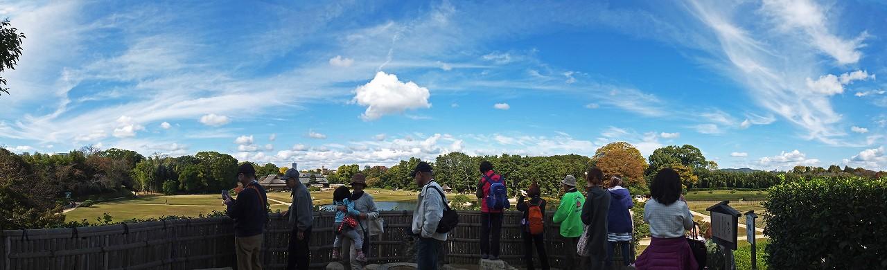 s-20151111 後楽園今日の唯心山頂上から眺めた園内と空模様ワイド風景 (1)