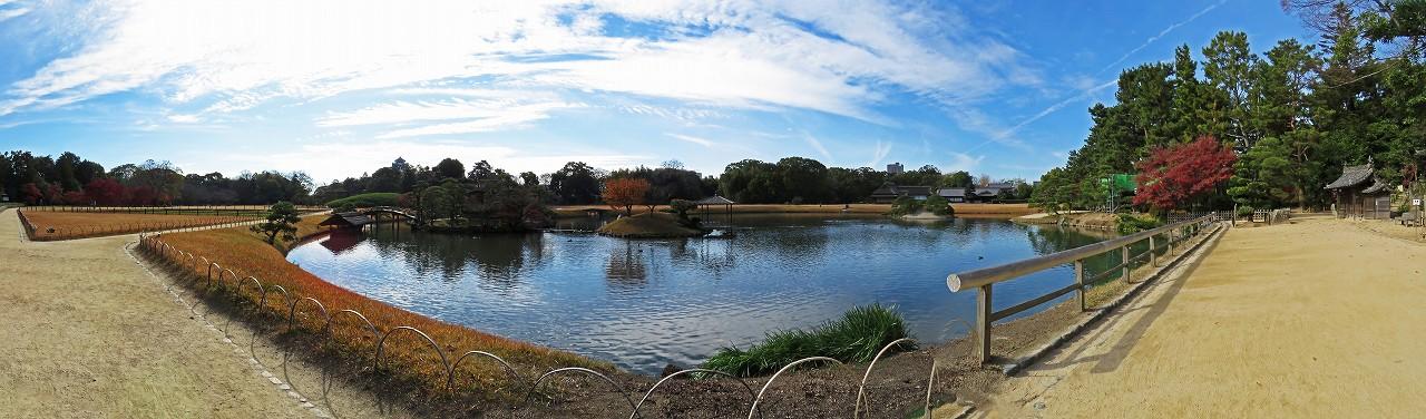 s-20151209 後楽園今日の沢の池冬の園内ワイド風景 (1)
