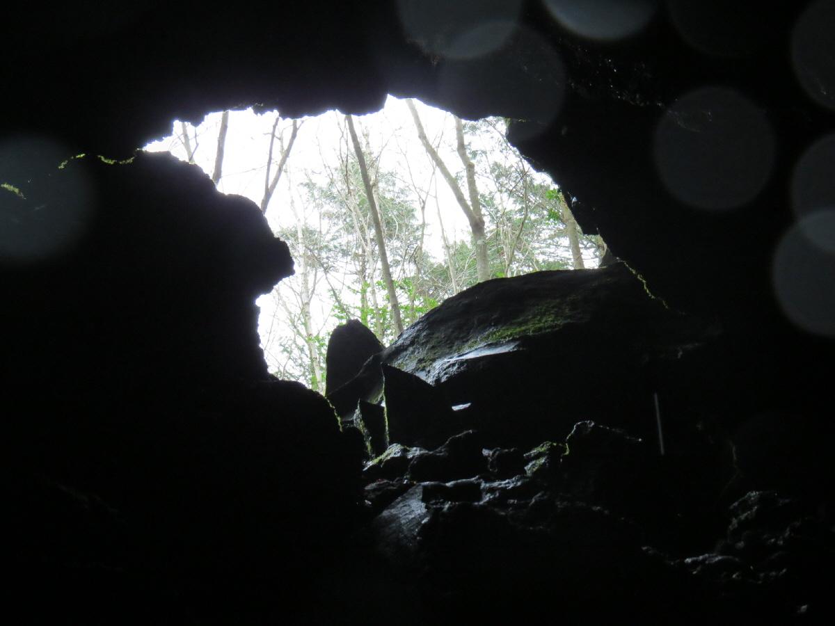 富士山隠れスポット本栖氷穴6