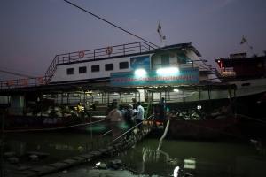Boat_to_Bagan_1502-103.jpg
