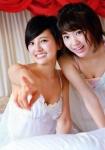 HKT48 宮脇咲良 兒玉遥 セクシー 胸チラ おっぱいの谷間 下着 カメラ目線 誘惑 高画質エロかわいい画像9667