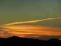 飛行機雲の跡の空