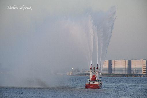 119-消防艇放水