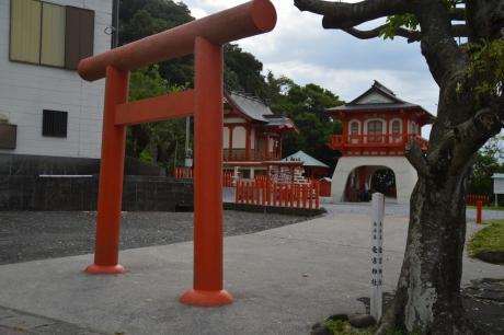 2長崎鼻の竜宮神社