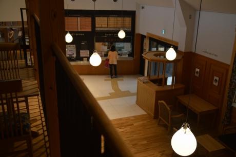2カフェみたいな駅舎