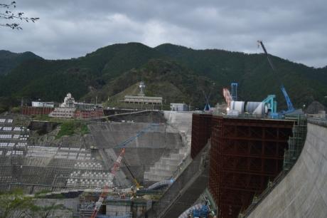 7鶴田ダムは工事中