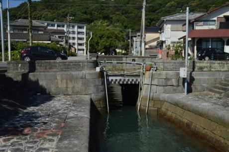 27排水路上の橋