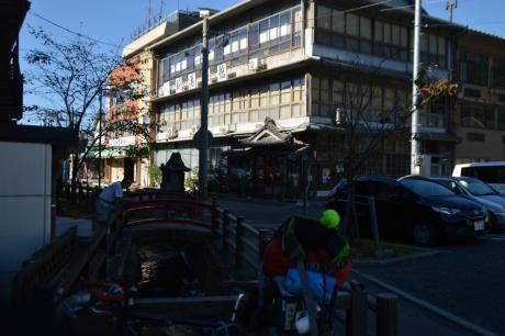 4隣の旅館