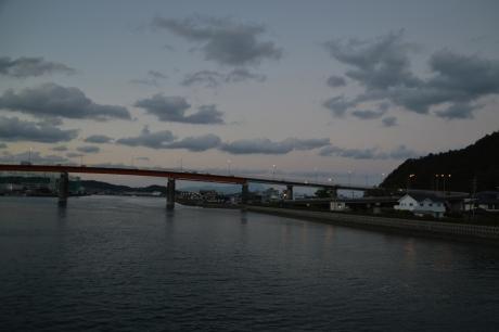 3夕焼けの橋