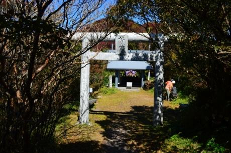13妙見岳天辺には神社