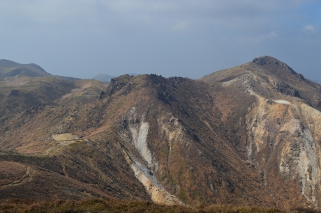 35荒々しい山のカタチ