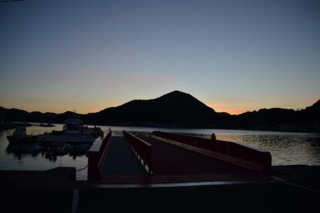 1若松港の夜明け