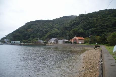 10海沿いに建つ教会