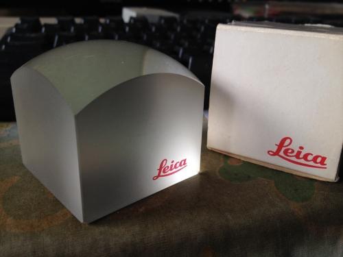 LEICA ガラスの塊 1