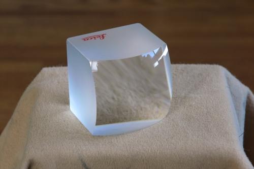 LEICA ガラスの塊 5