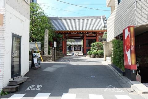 01青山通りからちょっと入った神宮前のお寺