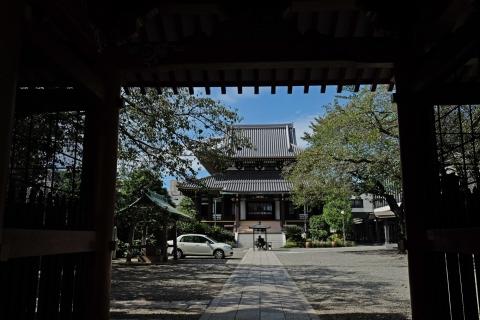 02青山通りからちょっと入った神宮前のお寺