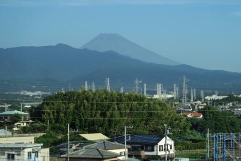 02三島駅の富士山
