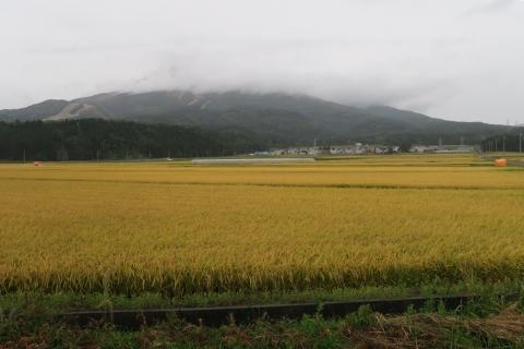 17ゴールドラインへ磐梯山見えず