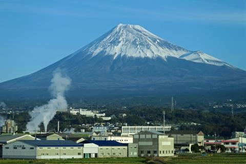 01新幹線からの富士山