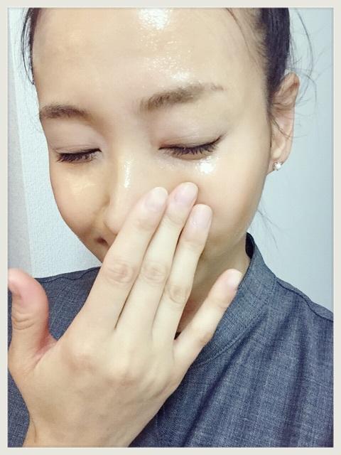 洗顔する藤本美貴
