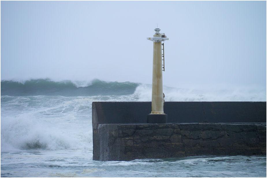 台風16号 高波