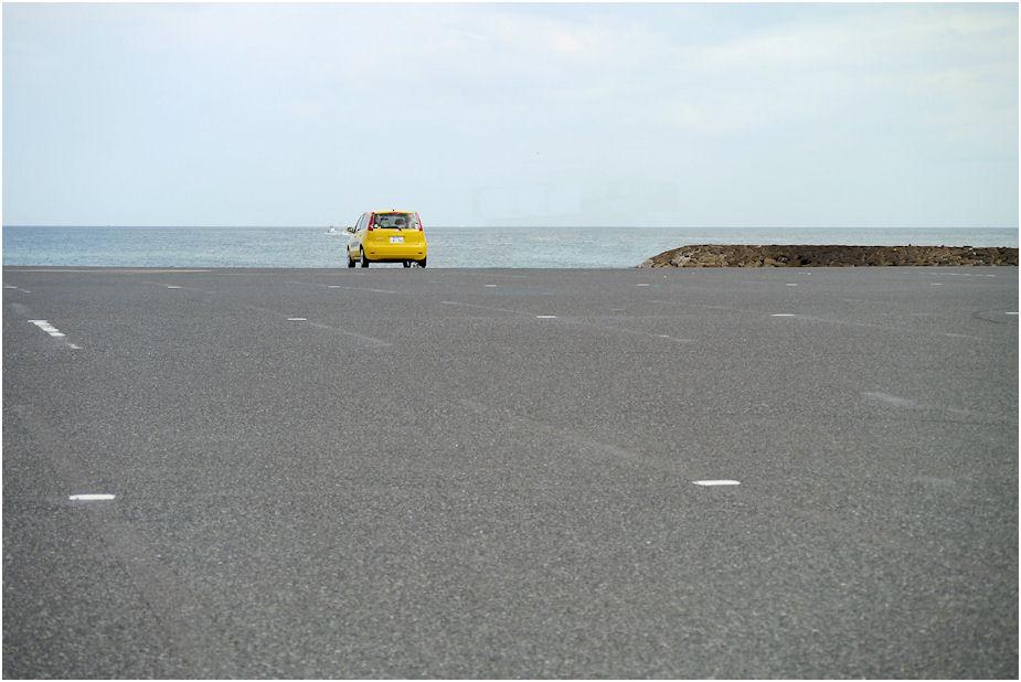 海辺の駐車場 冬