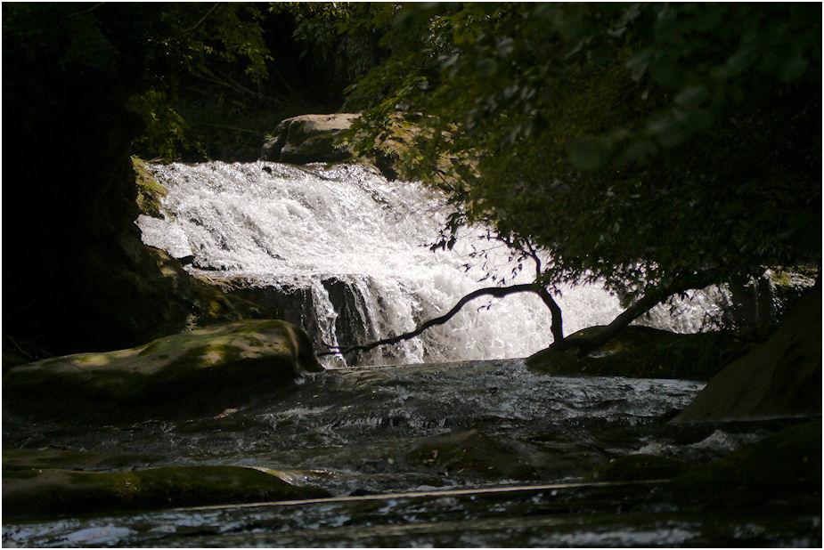 名も知れぬ滝