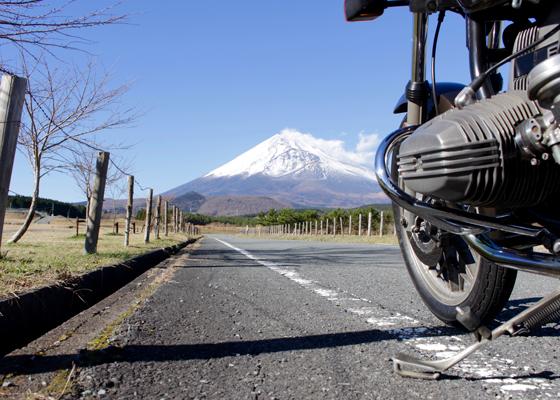 水平対向エンジンと富士山