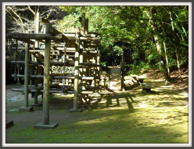 古い木製の遊具