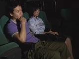 【映画館】映画館で成人映画を一人で見ていた男性の隣に座りイタズラしちゃうエロい痴女妻【イタズラ】