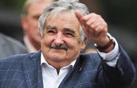 ホセムヒカ 世界一貧乏な大統領 政治家 ウルグアイ リーダー 花夢