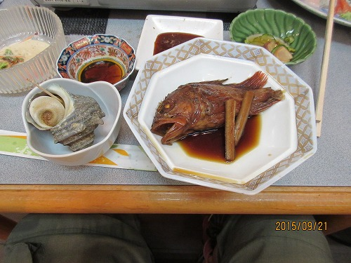 魚の煮つけとサザエのつぼ焼き