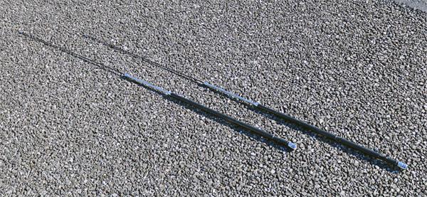 第一電波工業さんの7MHz帯用モービルアンテナ・HF40FXW(全長約1.4m)を2本用意