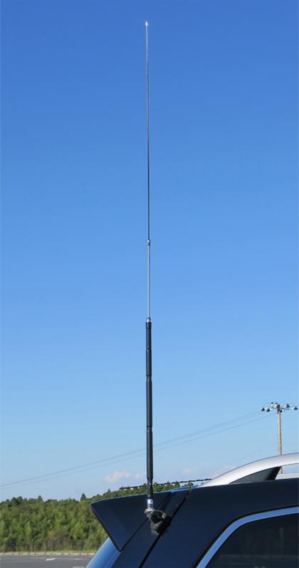 車のアンテナ基台にHF40FXWを1本取り付けたところ(給電点高は約1.6m)。MAV-1のV型ダイポールよりもSメーターで2~3下がった。