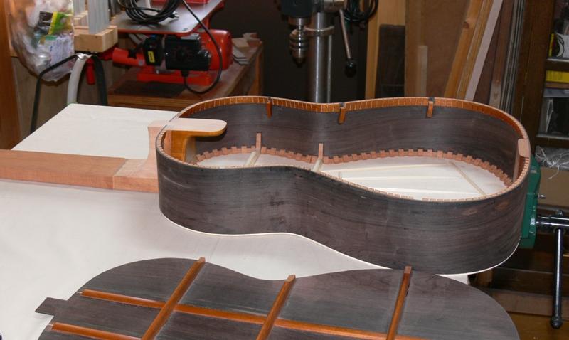 表面板のペオネスはいつものアルカサール型です