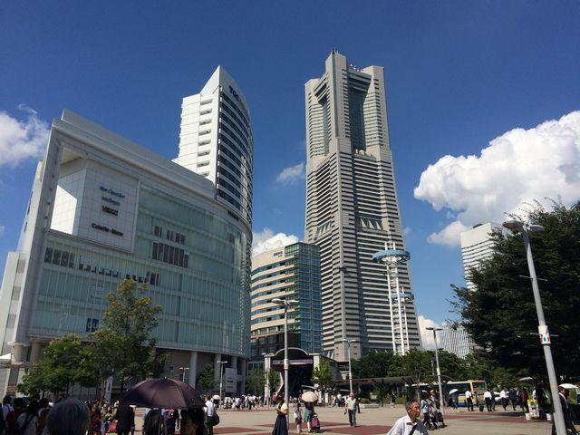 桜木町東口駅前