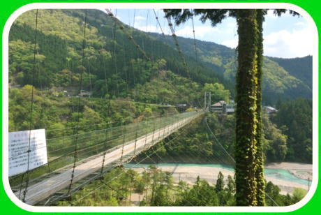谷瀬の吊り橋(たにぜのつりばし) 奈良県吉野郡十津川村にある日本最長の生活用鉄線の吊り橋