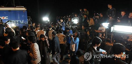 【ノーベル賞】 コ・ウン詩人、今年もノーベル文学賞受賞失敗~自宅から姿見せず 2012年に数多く集まる取材陣と住民