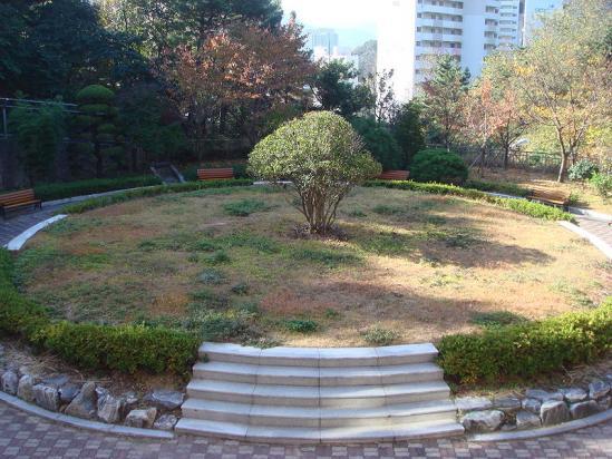 韓国科学アカデミー(KSA,韓国科学英才学校)校内のノーベル公園 受賞者台座予定地