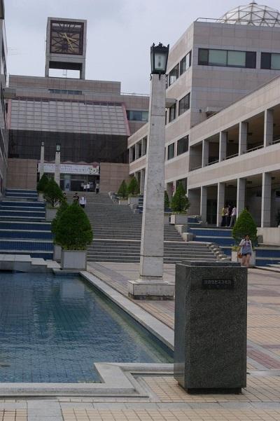 慶尚北道浦項市の浦項工科大学校の台座