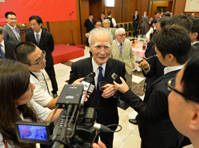これには村山富市元首相、公明党の山口那津男代表ら日本各界の人々、各国駐日使節、武官および在日華僑・華人、中国人留学生代表など300人近くが出席した。