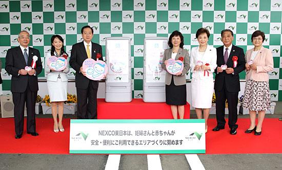 NPO法人ひまわりの会悪名高き日本ユニセフ協会の副会長を務め、アグネス・チャンとNPO法人「ひまわりの会」を運営している