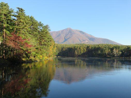 秋の飯綱湖