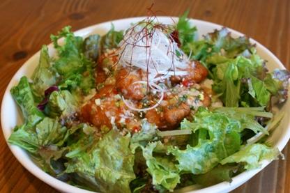 タイ風ピリ辛鶏の唐揚げ丼