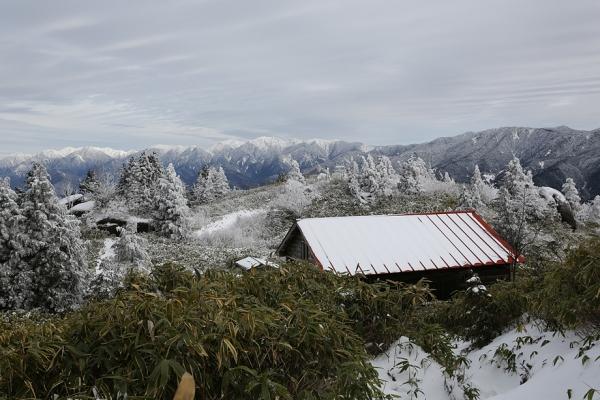 避難小屋近くは気持ちの良い風景