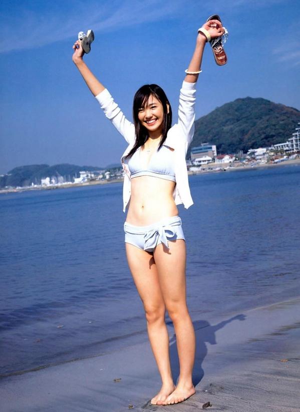 新垣結衣 パンチラ 水着 下着 エロ画像b013.jpg