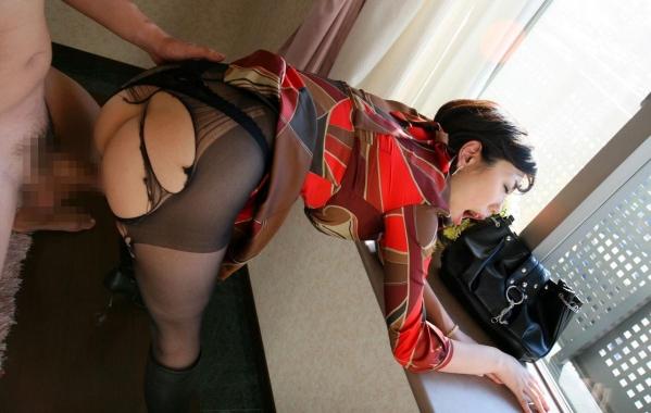 後背位で女の尻をパンパン突いてるエロ画像97枚のc001番