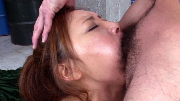 イラマチオ画像 女の頭を押さえて強制フェラ&ピストンa022.jpg